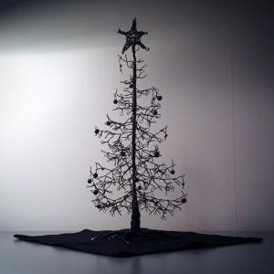 gran,prydnadsträd,julgran,ståltrådsgran,julpynt,konst,hantverk,luffarslojd,trådkonst